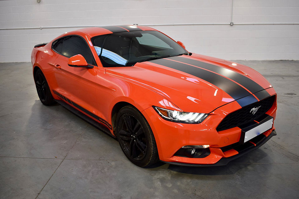 Bonnet Stripes on a Ford Mustang