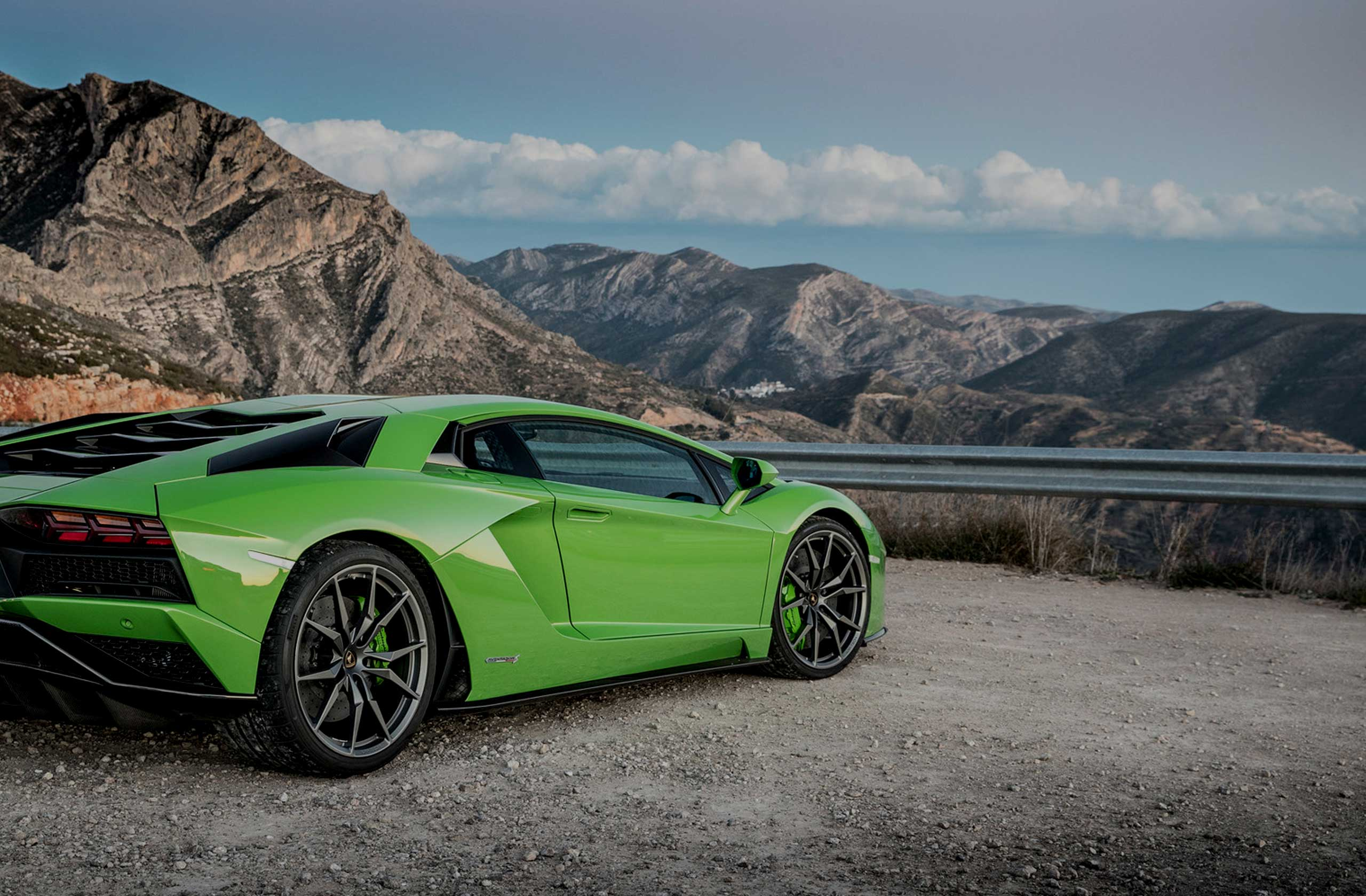 Luxury Road Rally Europe - Green Lamborghini Aventador - Slap Adventures
