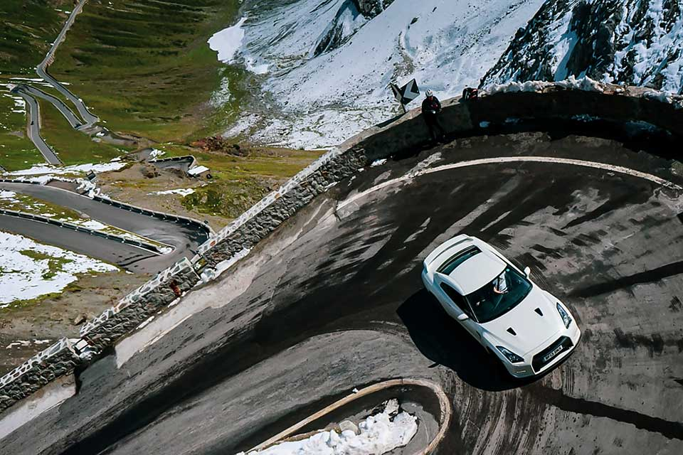 White Nissan GTR on Stelvio Pass - Slap Adventures